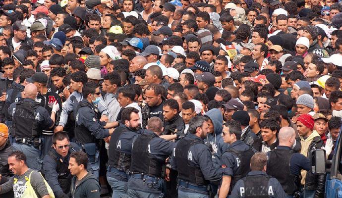 Турция требует от ЕС 5 млрд евро для поддержки беженцев