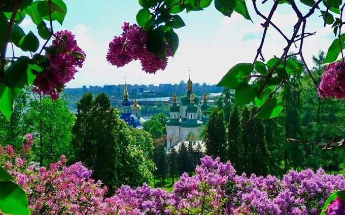 Весенние сады Киева: как спланировать прогулки и снять квартиру посуточно