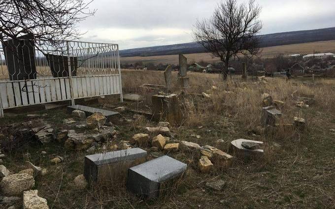 Под Одессой разгромили еврейское кладбище: появились фото с места событий
