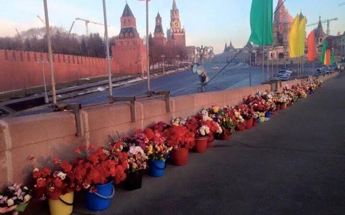 В Москве снова разгромили Немцов мост: опубликовано фото