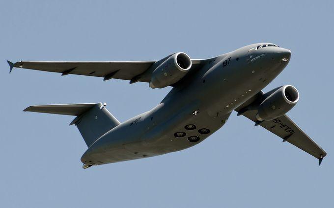 В Україні показали новітній військовий літак: опубліковано відео