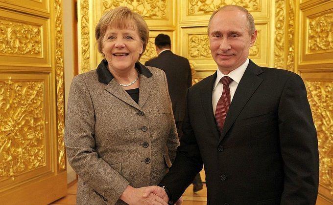 """Кремль анонсировал """"нетрадиционные переговоры"""" Путина и Меркель"""