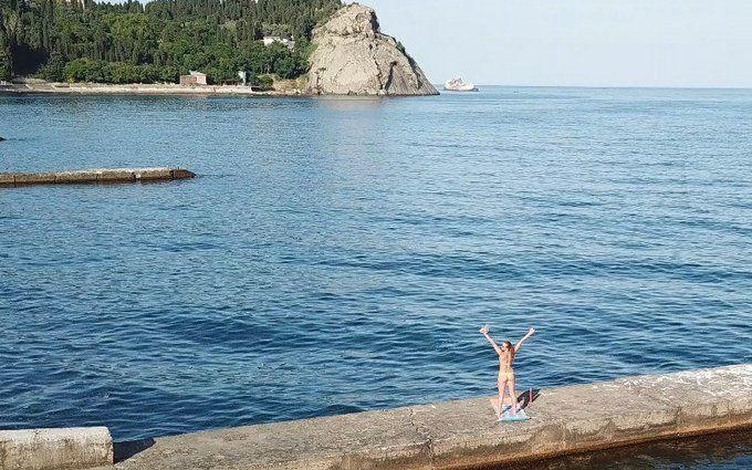 Туризм по-русски: сеть обсуждает новые показательные фото с пляжей Крыма