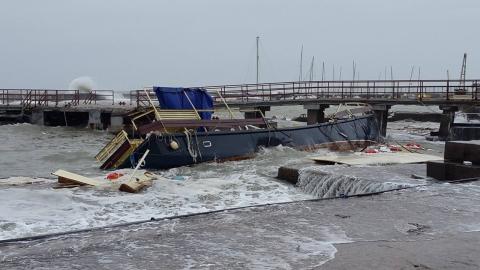 В Одесі через шторм затонула шхуна (1)