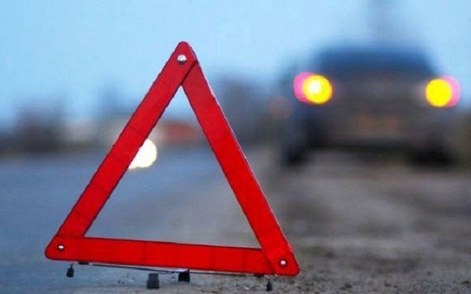 У Києві автомобіль збив пару, дівчина померла: з'явилися фото