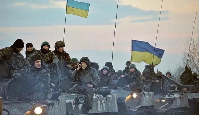 Президент предложил Яценюку пересмотреть размеры выплат военным в зоне АТО