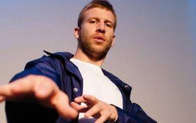 Скандальний співак здивував шанувальників українською піснею: опубліковано відео