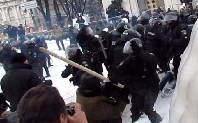 Нові зіткнення у Верховної Ради, є постраждалі: з'явилося відео