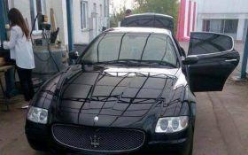 Прикордонники пропустили у Румунію Maserati з $400 тис. під запаскою