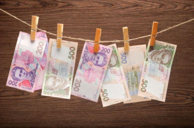 Курс валют на сьогодні 12 серпня: долар подешевшав, євро дорожчає