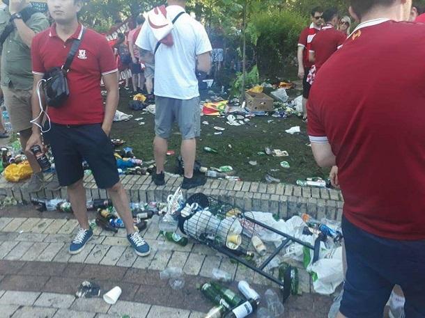 Вот вам и Европа: появились шокирующие фото и видео замусоренного Киева после финала ЛЧ-2018 (1)
