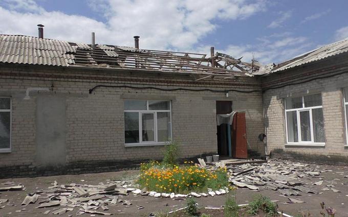Обстріл бойовиками ДНР села: з'явилися фото розбомбленого дитячого садка