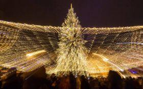 Как в Киеве зажигали новогоднюю елку: появились яркое видео с высоты и фото