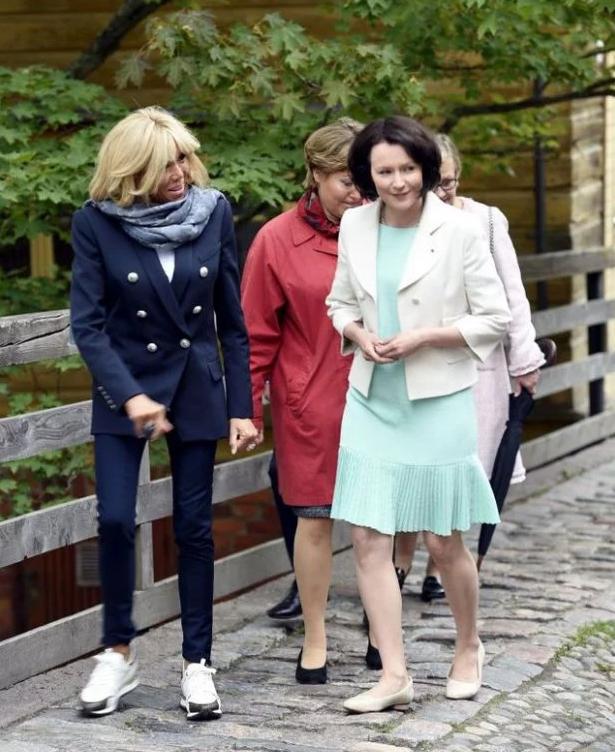Первая леди в кроссовках: жена Макрона удивила нетипичным образом (1)