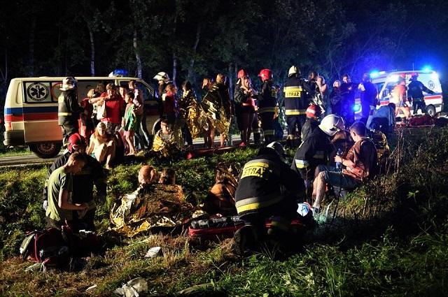 У Польщі розбився автобус з українцями, троє загиблих і більше 50 постраждалих: моторошні фото і відео (1)
