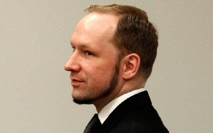 Убивший десятки людей Брейвик пожаловался на суровые условия в тюрьме
