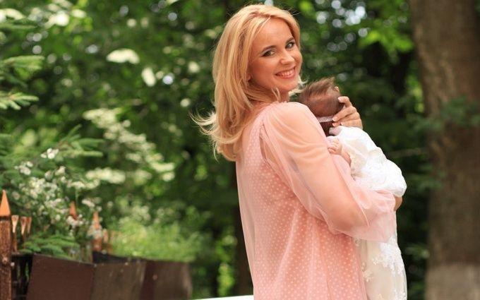 Відома українська телеведуча похрестила новонароджену доньку: опубліковані зворушливі фото