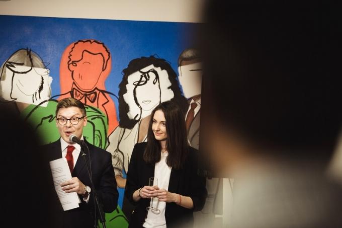 «Шик-модерн»: в Киеве открылась выставка работ молодой украинской художницы (1)