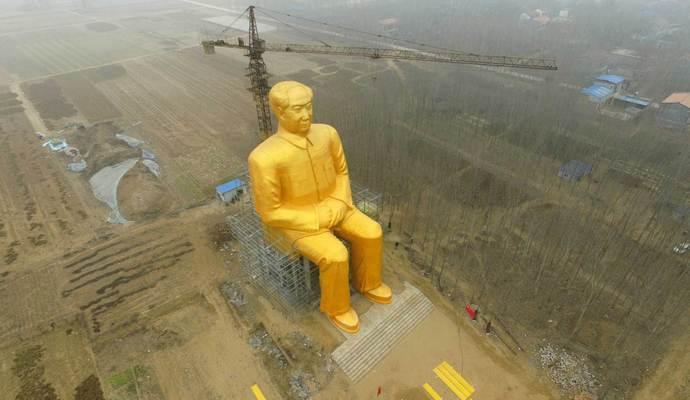 В Китае снесли гигантскую статую Мао Цзэдуна спустя несколько дней после установки (2 фото)