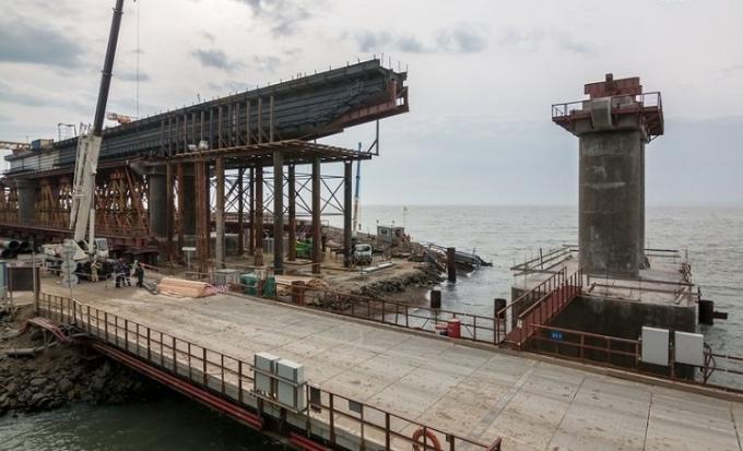 Оккупанты похвастались новыми успехами в строительстве Керченского моста: опубликованы фото и видео (1)