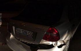 Автомобиль ГПУ стал причиной ДТП на улице Луценко в Киеве: появились фото и видео