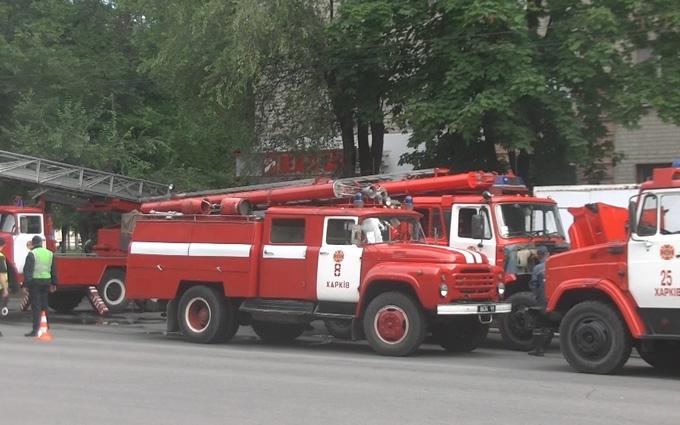 На масштабній пожежі в Харкові евакуювали десятки людей: з'явилися фото