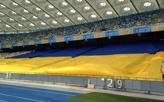 Гігантський прапор-рекордсмен допоможе Україні перемогти Ісландію: опубліковано фото