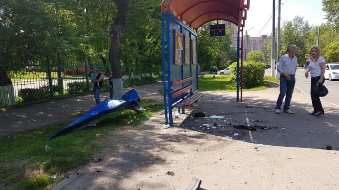 У Росії син екс-міністра на дорогому BMW влетів у зупинку: опубліковані фото і відео (1)