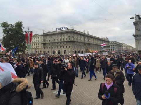 Прихильники ігнорування президентських виборів у Білорусі збираються на площі Свободи (7 фото) (6)
