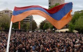 Протести в Еревані: сльозогінний газ та десятки постраждалих у лікарнях