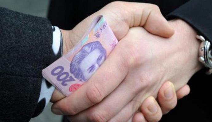 Украинцы стали меньше давать взяток - опрос