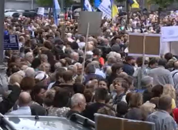 Під Кабміном йде масштабна акція протесту: опубліковані фото і відео (1)