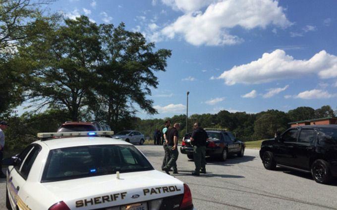 У США підліток влаштував стрілянину в школі: з'явилися подробиці, фото і відео