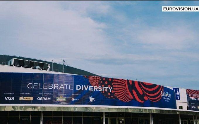 В сети появились фото утиной семьи, переходящей дорогу возле места проведения Евровидения