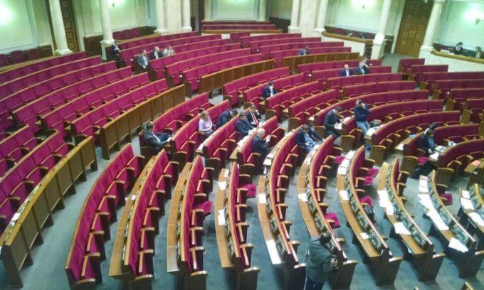 Нардепи продовжують прогулювати: Парубію довелося достроково закрити ранкове засідання Ради