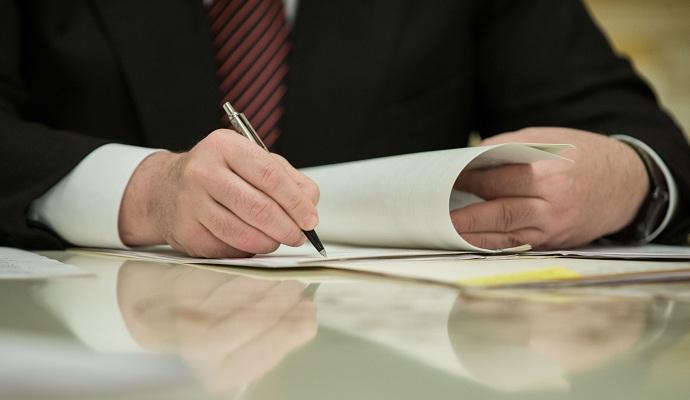 Президент подписал закон об изменении регламента Рады