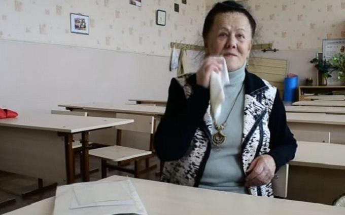 У мережі висміяли антиукраїнську пропаганду про бабусю і поїзд: опубліковано відео