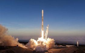 SpaceX вывела на орбиту новую партию спутников связи: опубликовано зрелищное видео