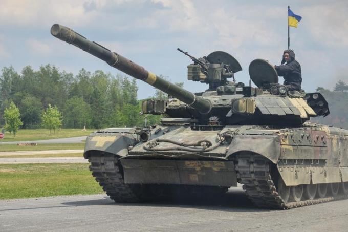 Шведские танкисты высоко оценили опыт ВСУ в боях на Донбассе: опубликованы фото и видео (1)