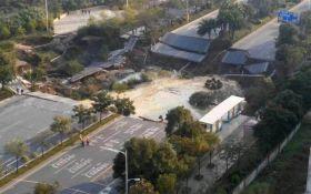 В Китае обрушился путепровод, много погибших: появились видео с места