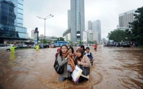 Через повінь в Індонезії проходить масова евакуація