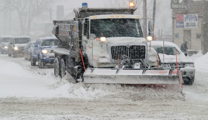 Автодор поставив снігоприбиральну техніку чергувати в посиленому режимі