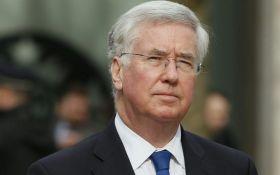 Министр обороны Британии уходит в отставку на фоне скандала с домогательствами