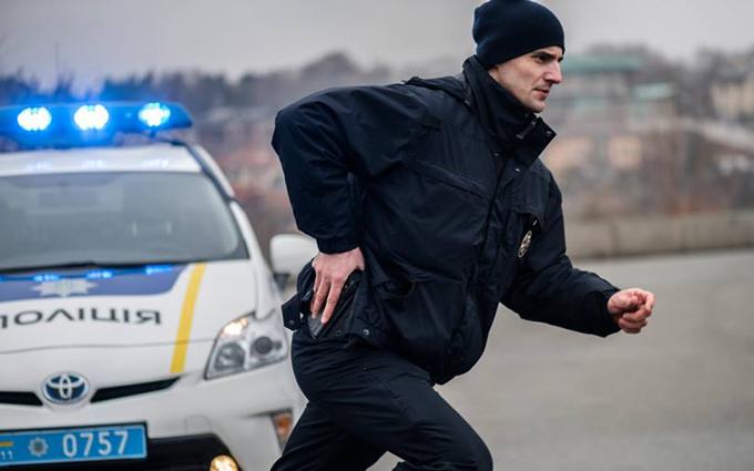 В Киеве пьяный водитель провез на капоте полицейского