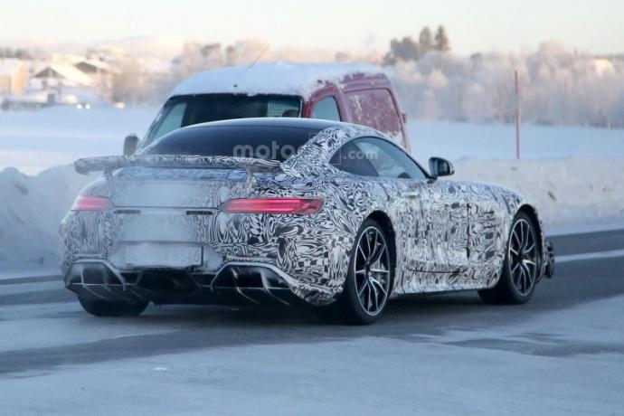 Mercedes-AMG GT R попал в объектив фотошпионов (5 фото) (3)