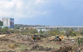 Оккупанты сносят дачи крымчан ради строительства моста: в сети публикуют шокирующие фото