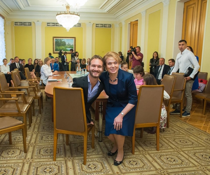 Ник Вуйчич поможет украинским детям и учителям сделать школу безопасной (1)