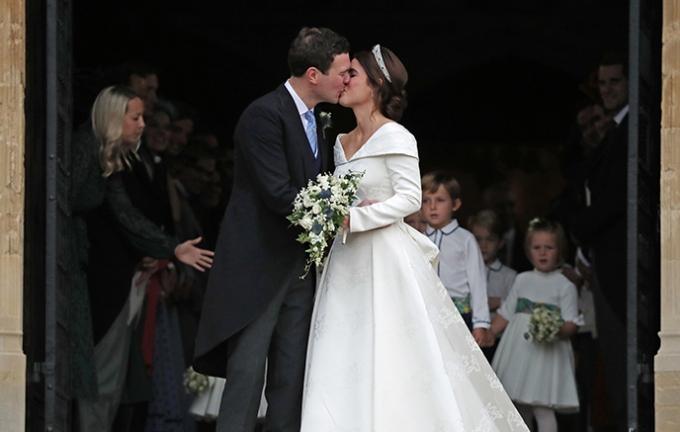 Онучка королеви Єлизавети ІІ вийшла заміж - найяскравіші фото (3)