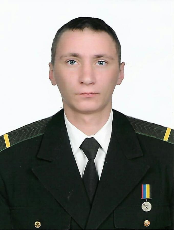На Донбассе от пули вражеского снайпера погиб украинский военный: опубликовано фото (2)