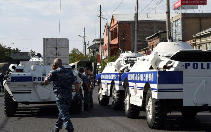 Захоплення поліції в Єревані: з'явилася нова інформація про заручників і відео